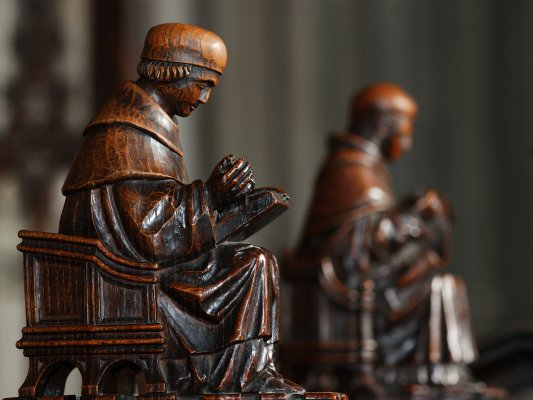 Word carved figures in Jesus College Chapel