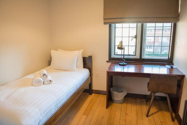 Single standard bedroom