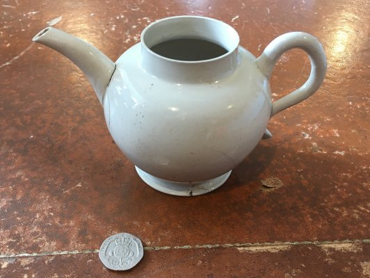 Teapot (ref: SJT07 <535>)  This teapot, which is of a globular Staffordshire-type white salt-glazed stoneware.