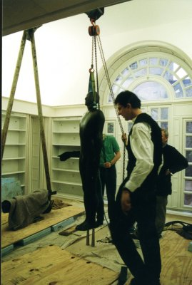 Anthony Gormley with statue