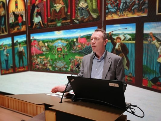 Photo of Professor Shane McCausland lecturing