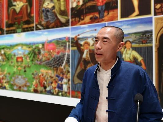 Photo of Professor Liu Dahong lecturing