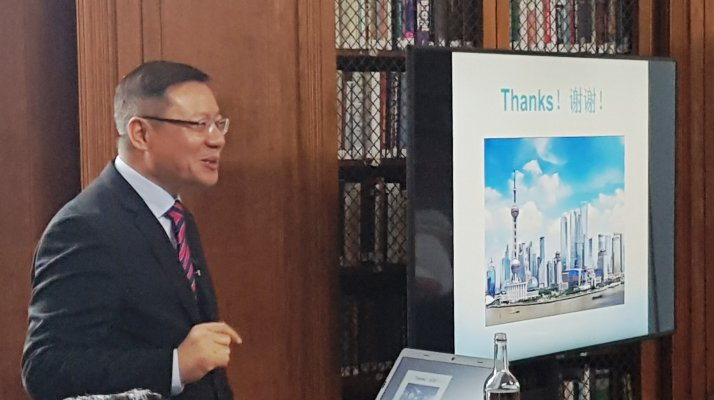 Photo of Professor Zhang Weiwei delivering his lecture