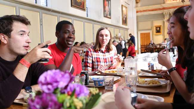 Image of Photo of students eating lunch in Hall