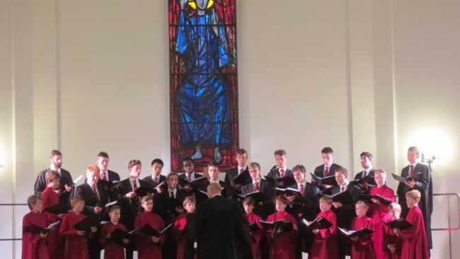 Photo of Choir performing at the Temple du Brassas