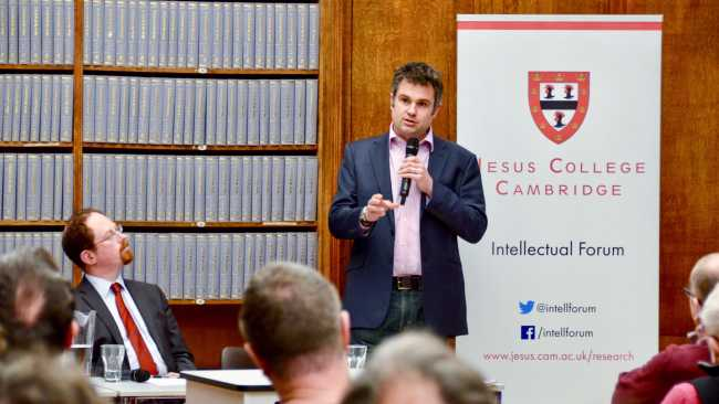 Image ofExperts call for positive action on climate change at Intellectual Forum event