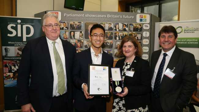 Image ofGraduate takes gold prize