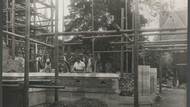 Image of P.R Morley Horder supervises building works. Chapel Court 1929