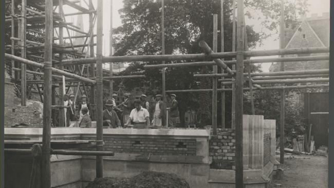 Image of P.R Morley Horder supervises building works. Chapel Court 1929